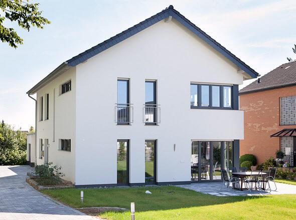 Fenster f r neubau und modernisierung gibt 39 s bei b r for Modernes haus mit holzfenster